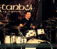 Umut Çılgın Drum Workshop playing on playalong track